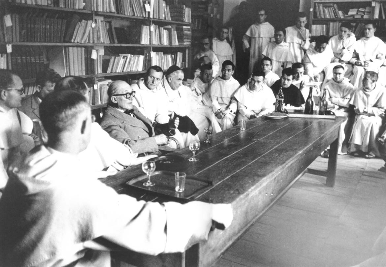 Le Corbusier meeting with the Dominikans at La Tourette; photo by René Burri